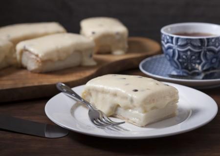 Passionfruit slice with vanilla