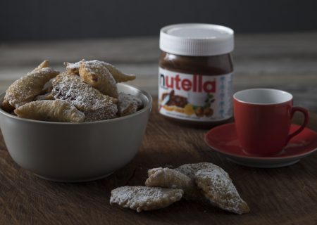 Cannoli bite pockets filled with Nutella