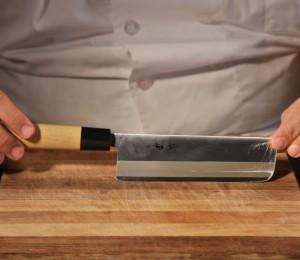holding your knife correctly
